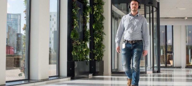 Neue Plantronics Niederlassung in den Niederlanden: Wasserfall und Teppichböden aus Fischernetzen