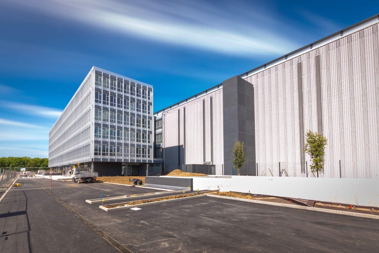 Grösstes Datacenter der Schweiz setzt auf elektrische Infrastruktur von Schneider Electric