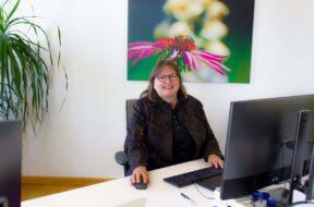 Elisabeth im office